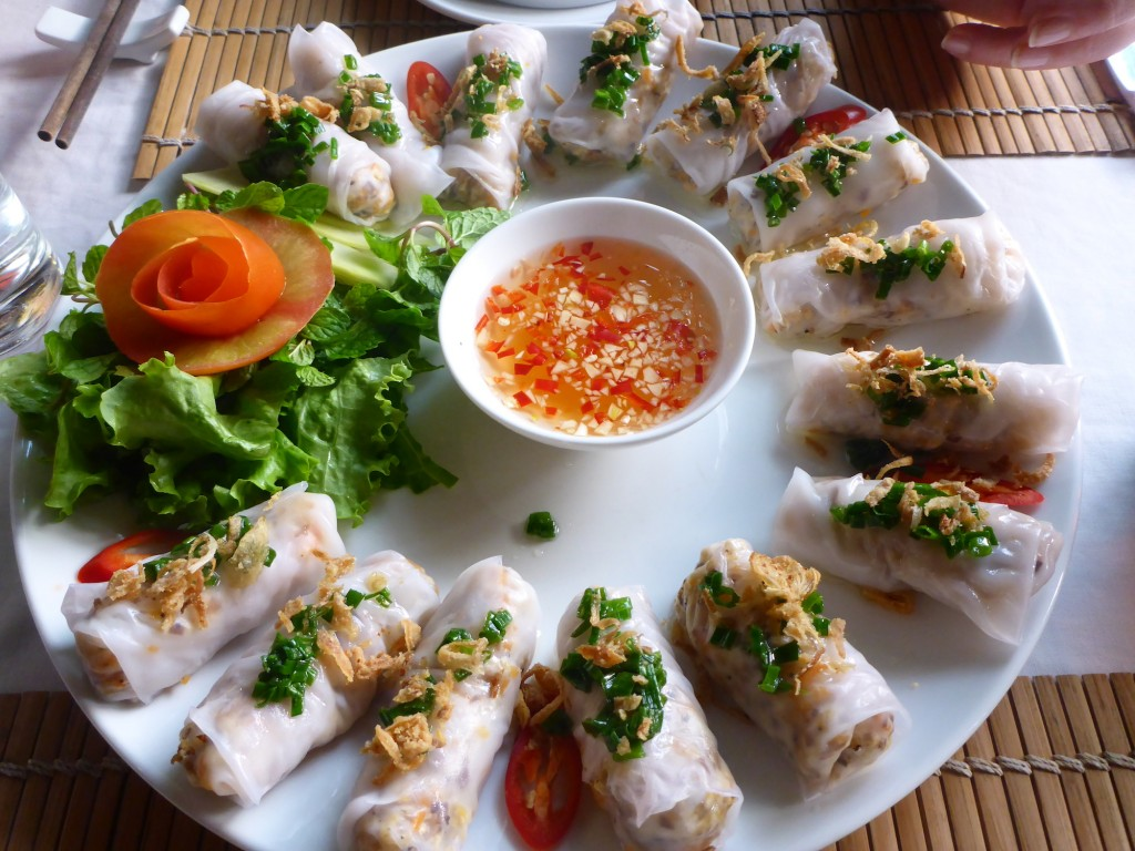 Nem: vietnamesische Frühlingsrollen; alles selber gemacht, inklusive dem Reispapier :-)